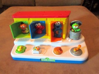 Sesame Street Singing Pop-Up Pals