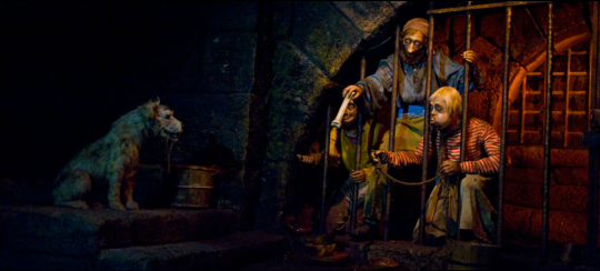 Pirates of the Caribbean, Disneyland -  Prisoners and Dog